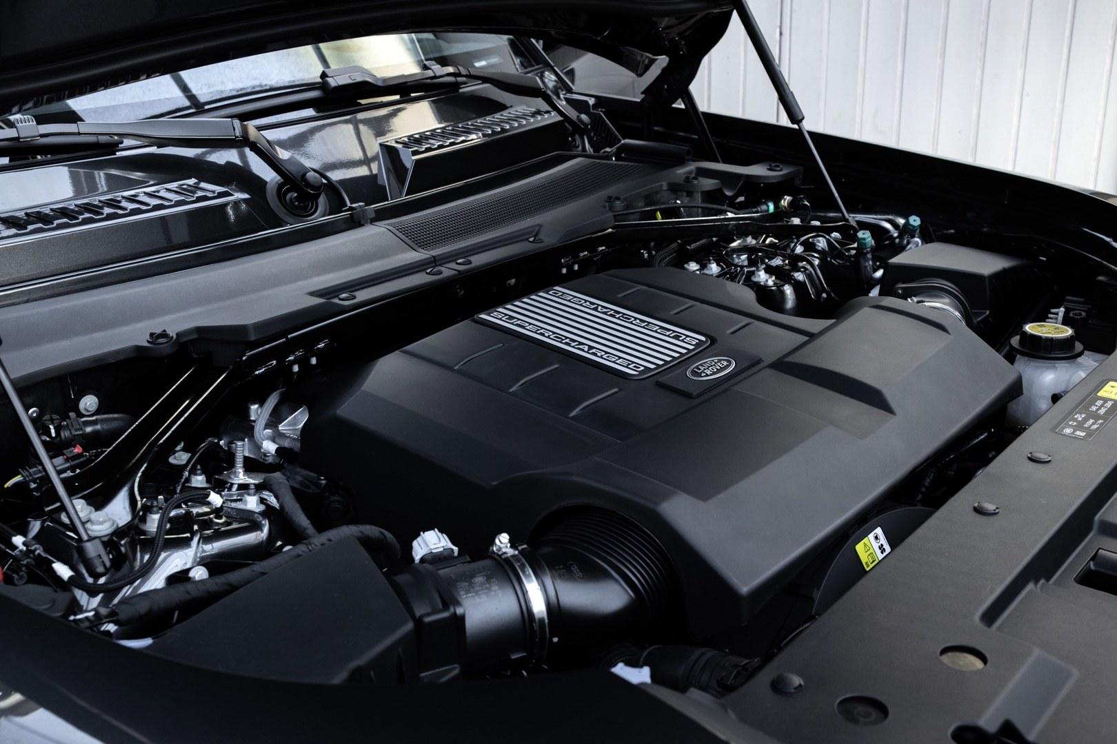 LR_DEF_V8_ENGINE_22MY_250221_02