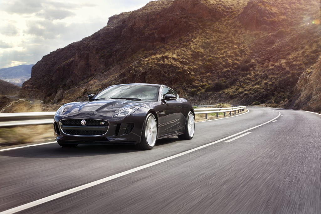 Jag_FTYPE_16MY_AWD_S_Blackberry_Image_191114_04_98710