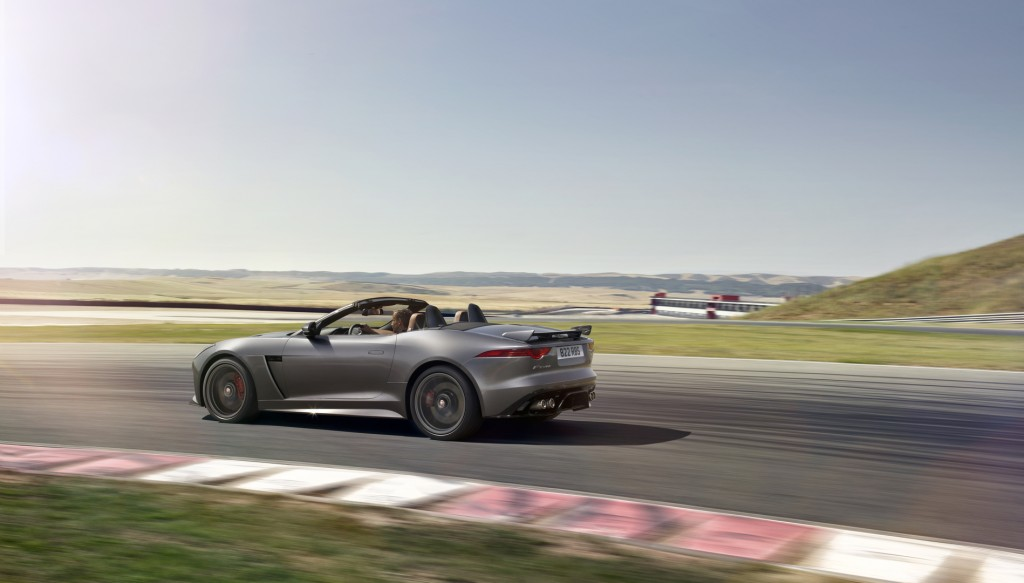 Jag_FTYPE_SVR_Convertible_Track_170216_29_126626