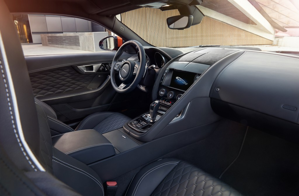 Jag_FTYPE_SVR_Coupe_Interior_170216_16_126534