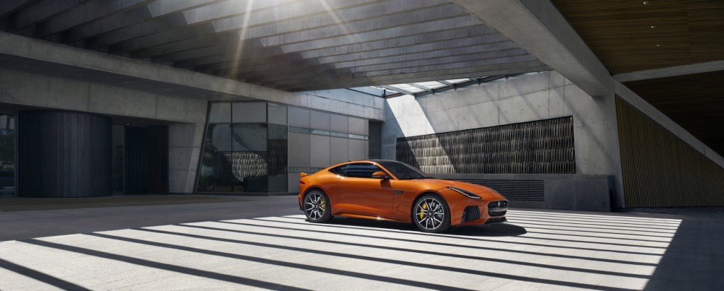 Jag_FTYPE_SVR_Coupe_Location_170216_02_126531