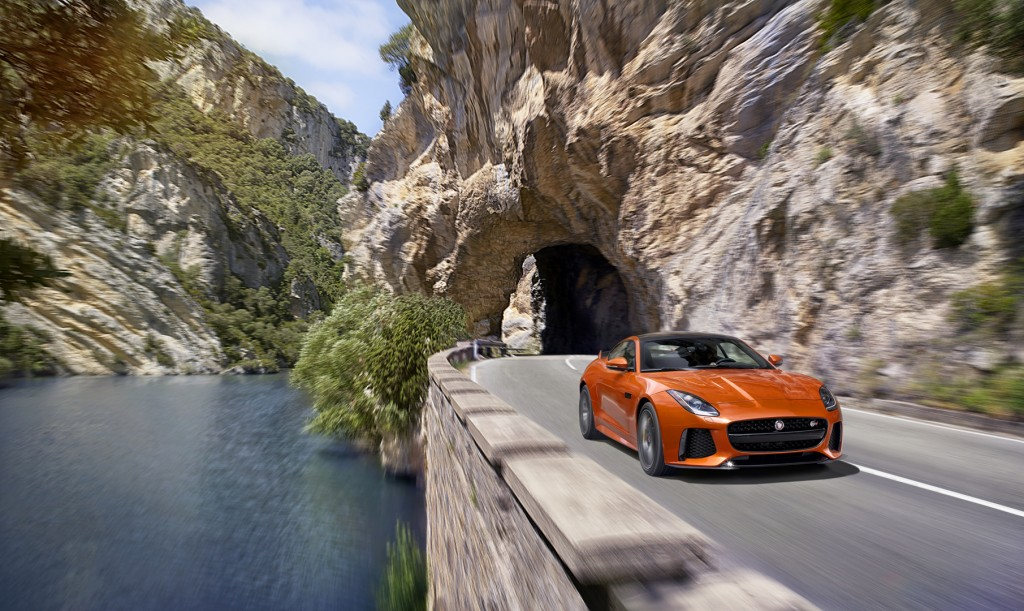 Jag_FTYPE_SVR_Coupe_Location_170216_07_126545