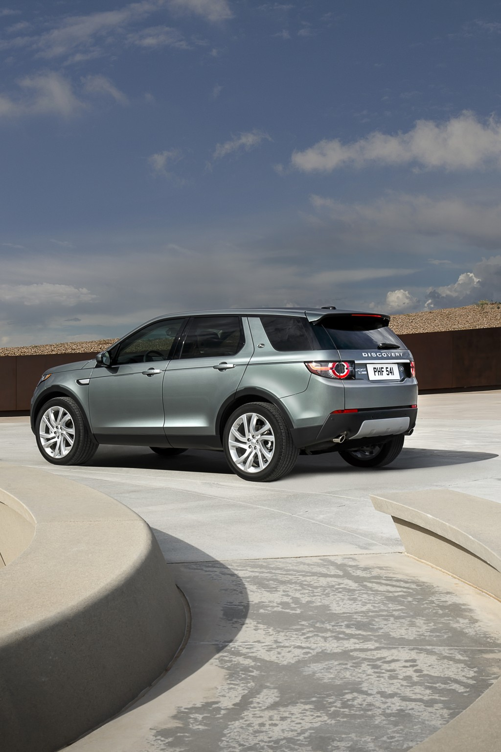 LR_Discovery_Sport_05_93344