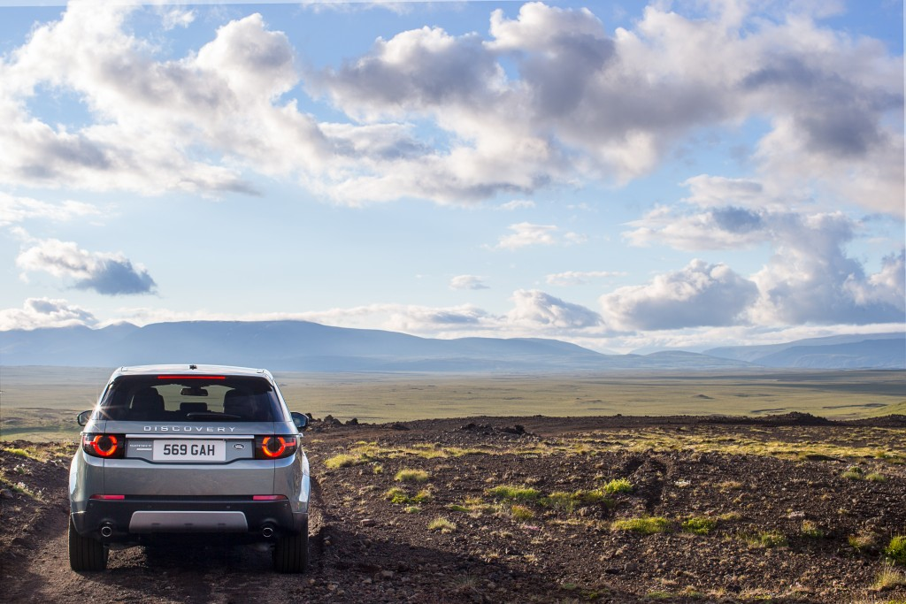 LR_Discovery_Sport_22_93340