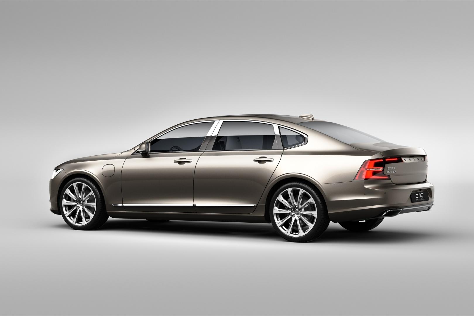 199966_Volvo_S90_Excellence_exterior_rear_3_4