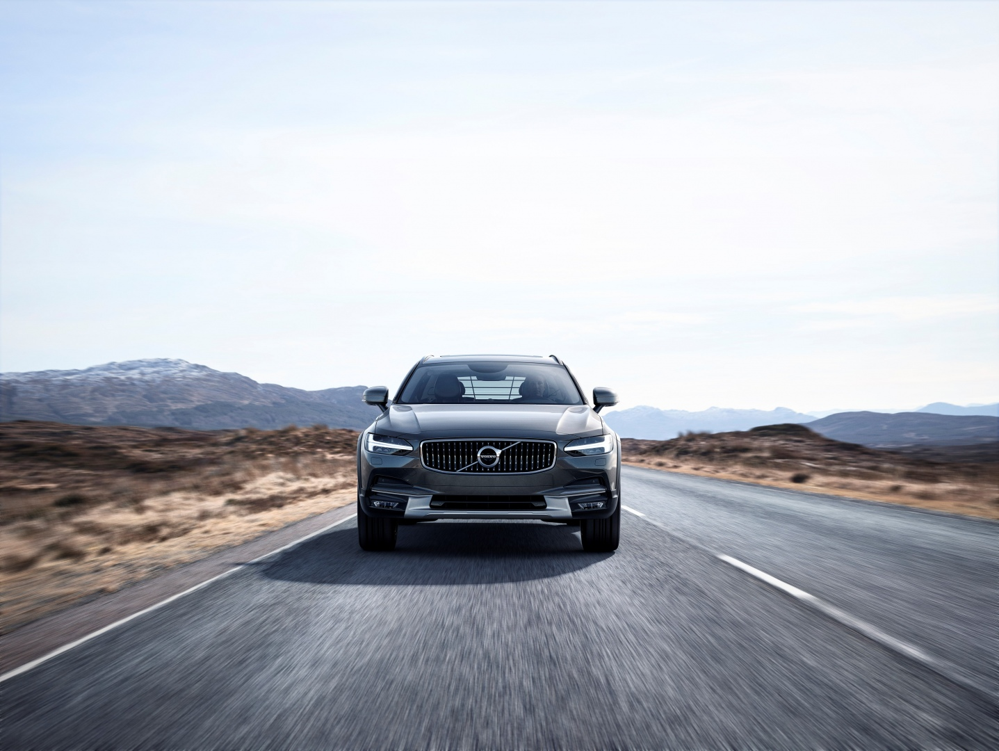 198312_New_Volvo_V90_Cross_Country_Driving