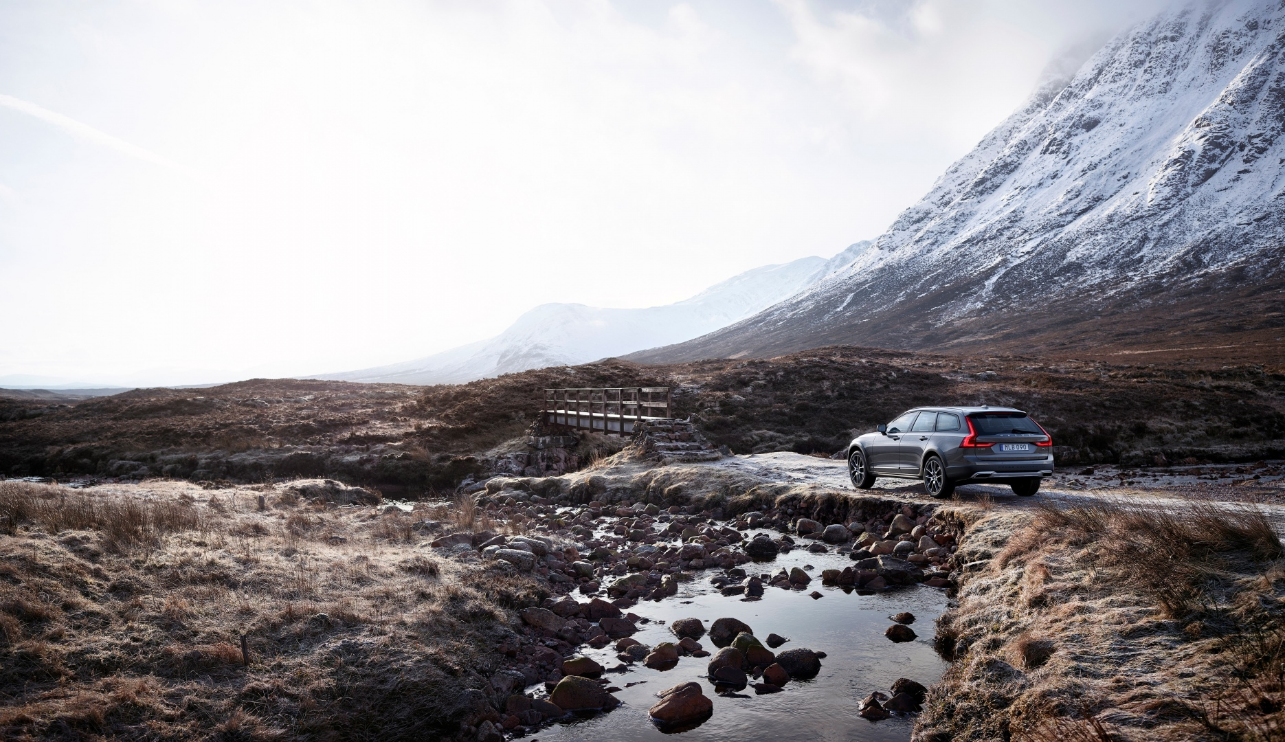 198324_New_Volvo_V90_Cross_Country_Driving