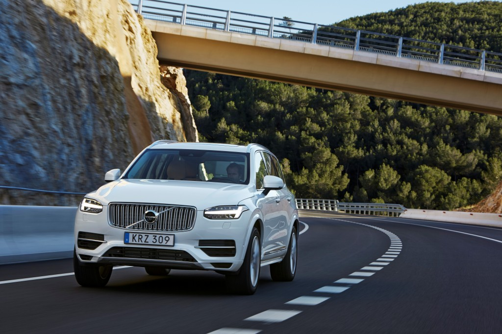 157807_The_new_Volvo_XC90_T8_Twin_Engine_petrol_plug_in_hybrid_driven_in_Tarragona