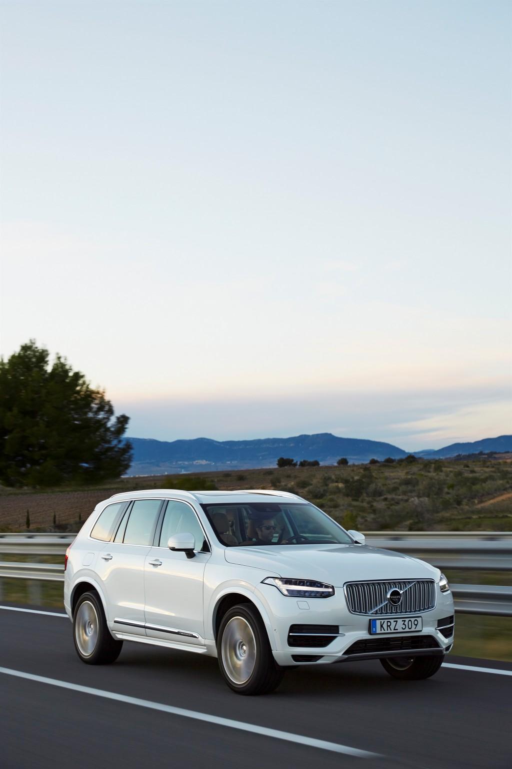 157808_The_new_Volvo_XC90_T8_Twin_Engine_petrol_plug_in_hybrid_driven_in_Tarragona