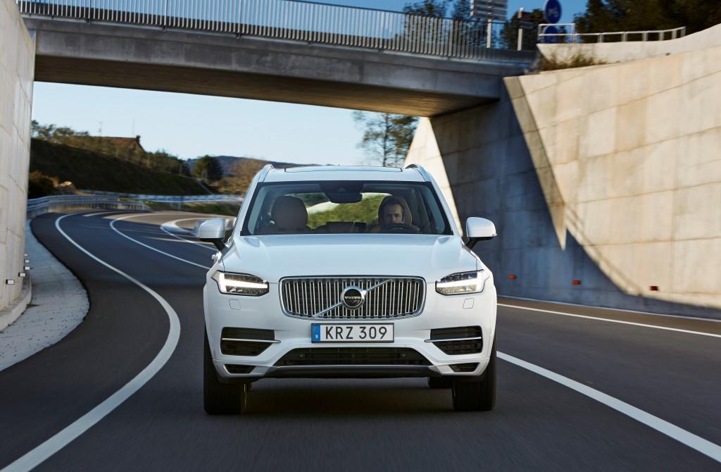 157809_The_new_Volvo_XC90_T8_Twin_Engine_petrol_plug_in_hybrid_driven_in_Tarragona