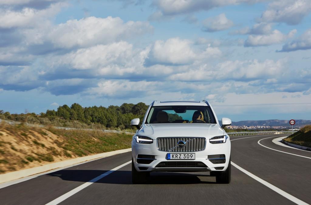 157810_The_new_Volvo_XC90_T8_Twin_Engine_petrol_plug_in_hybrid_driven_in_Tarragona